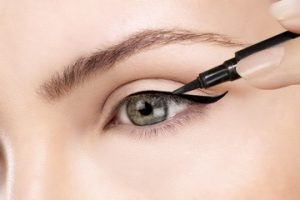 Great Makeup Using Eyeliner On Top Lid Only